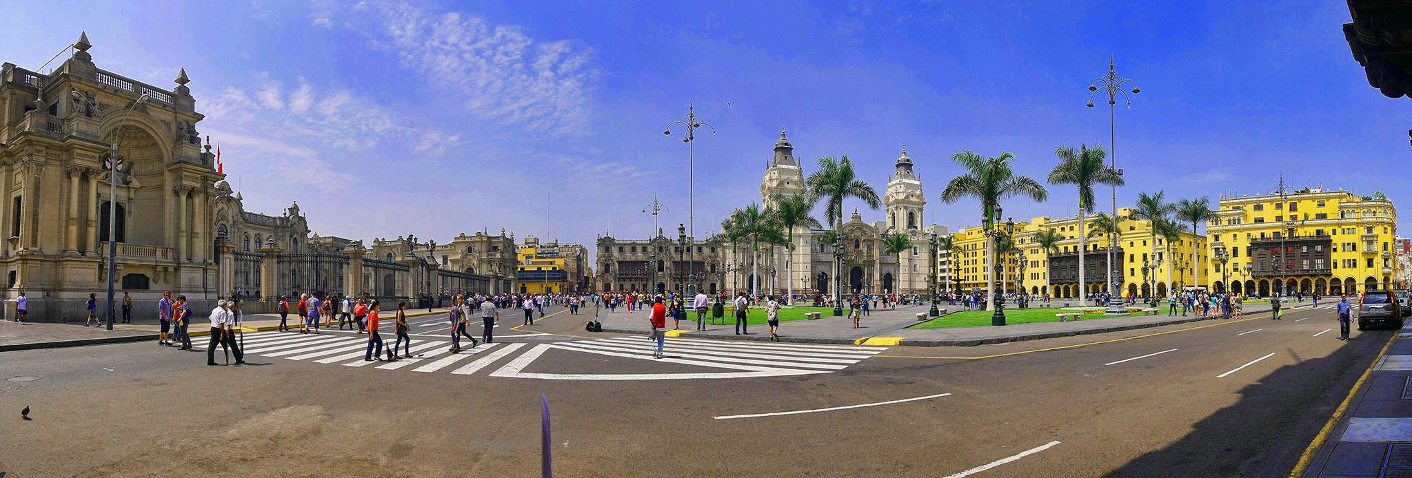 Plaza_de_Armas,_Lima,_Peru