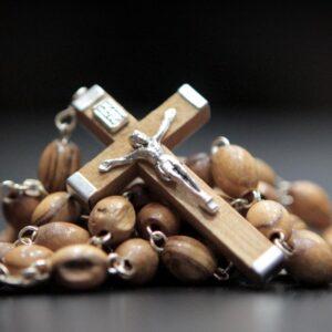 Collar estilo Rosario en madera de olivo